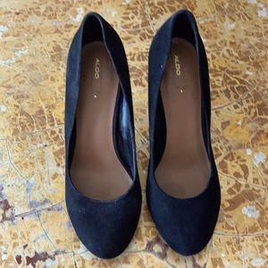Black suede block heel with gold accent sz 9 Aldo